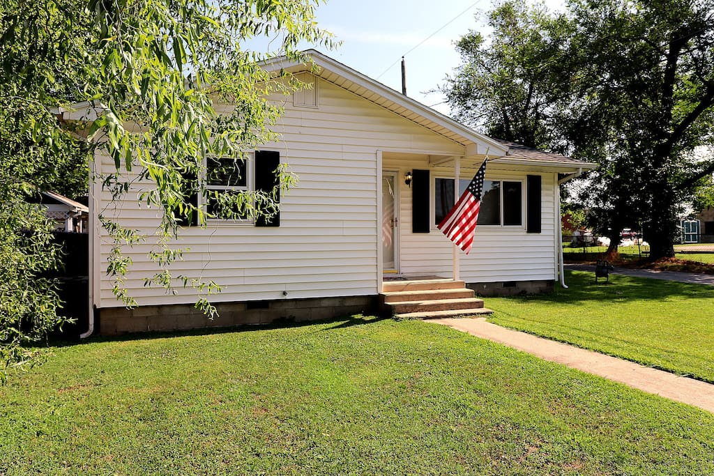 Charming historic cottage in Downtown Rogers