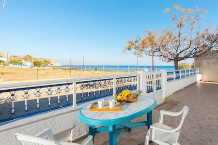 Sunny Beach Stegna (30m from the Beach) - Stegna - 一軒家