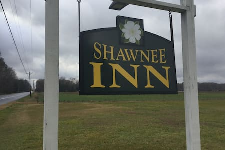 Shawnee Inn - Your Home Away From Home - Гринвуд