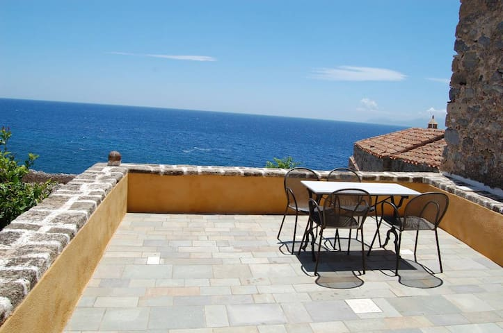 """""""Goulas"""" studio with terrace and amazing sea view"""