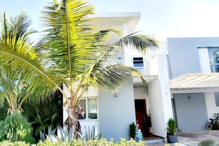 Villa con Piscina privada en Punta Cana Village!