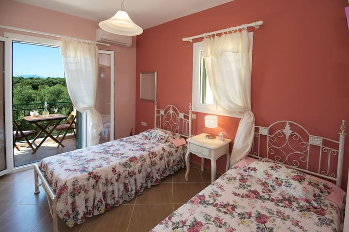 2ND BEDROOM WITH TWO SINGLE BEDS WITH AIR CONDITION ,IT CAN ALSO BE CONVIRTED IN TO A DOUBLE BED