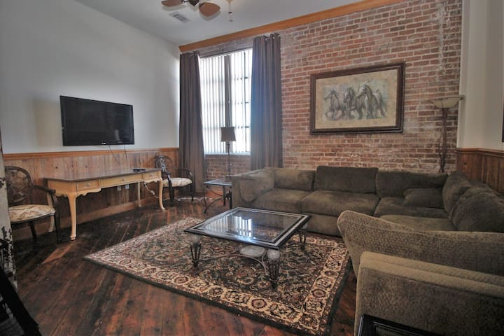 Downtown Gulfport Apartment