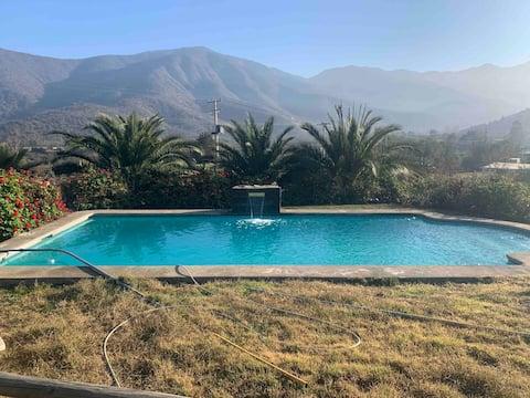 Casa encantadora piscina y vista al valle