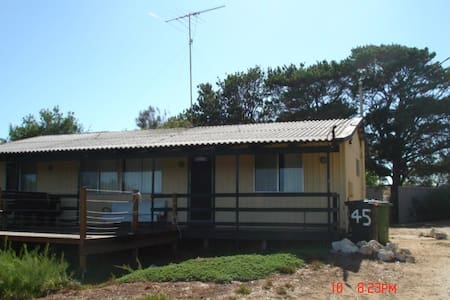 Beach shack: spectacular river view - Haus