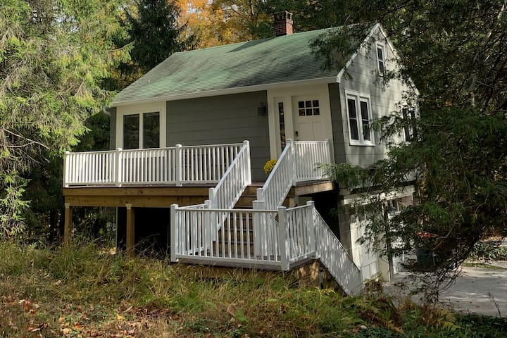 NEW Forest Acres Cottage: Tranquil,  Ideal Locale