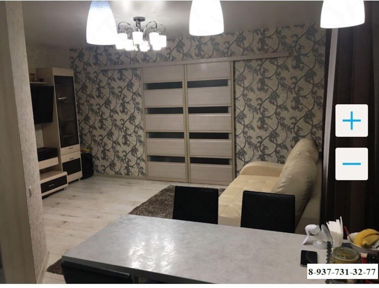 """Сдам посуточно 2-х комнатную квартиру с отличным ремонтом, с 18.06.2018 по 29.06.2018 года, с бронированием не менее 7 суток, Мебель полностью обставлена, кухня с посудой и принадлежностями для приготовления пищи, телевизор, сплит- система, одна большая двухспальная кровать, один большой раскладной диван, постельное белье выдаём бесплатно , стиральная машина. В квартире могут проживать сразу до 4 человек. Парковка авто. Wifi бесплатный. Я сам хозяин!  До Центрального стадиона """"Волгоград-Арена"""" 15 минут на автомобиле, 20 минут на общественном транспорте. Рядом парковка,остановка общественного транспорта,сетевые продуктовые магазины/  До основных достопримечательностей города( Мамаев курган,Панорама Сталинградской битвы,Центральная набережная реки Волги) 10 минут езды."""