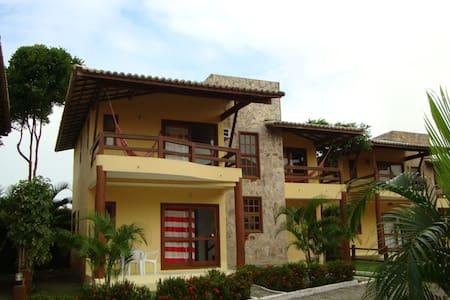 Bela casa em condomínio fechado - Porto Seguro