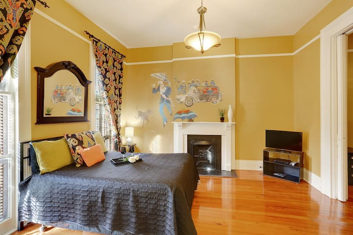 "Treme House Master  Bedroom W/ 32"" SMART TV"