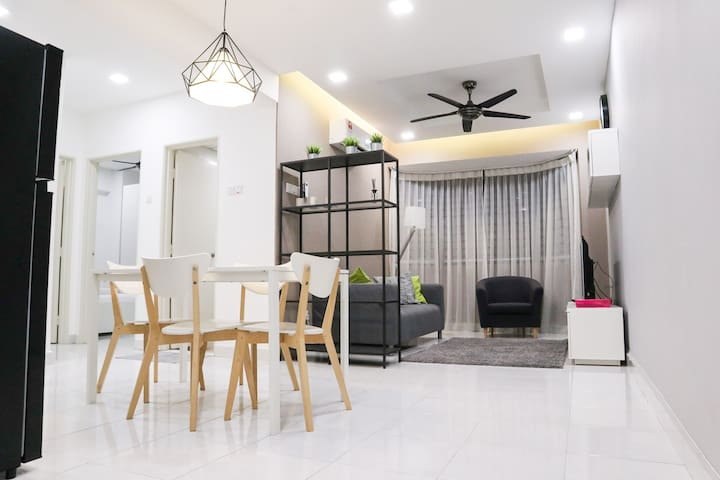 Cozy 2-6 Pax Above Mall/LRT/10 min Sunway area