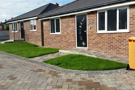 Detached 2 bed bungalow, newly built. Parking - Barnsley - Lakás