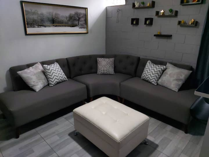 Apartamento Moderno en el Corazón de la Escalón.