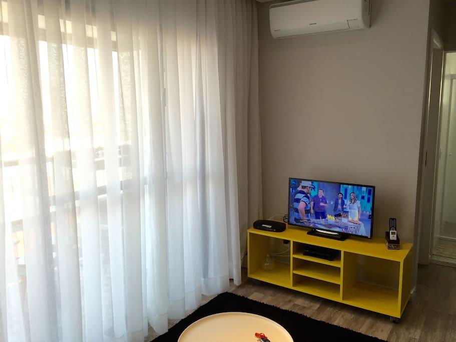Sala de estar com TV a Cabo e Wi-fi Internet