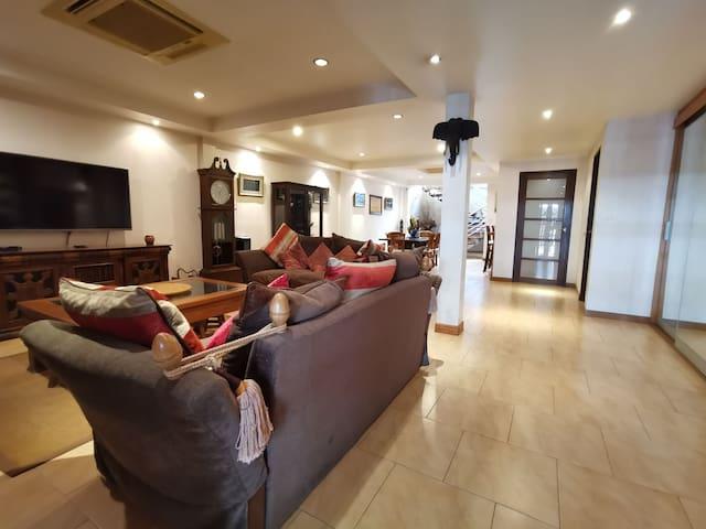 10 min to bts Southeast Asia style luxury villa
