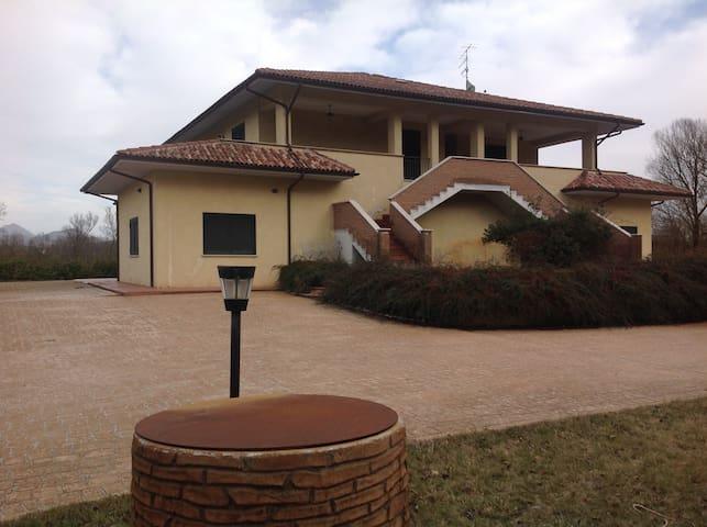 Disponibile villa a Tagliacozzo - タリアコッツォ - 別荘