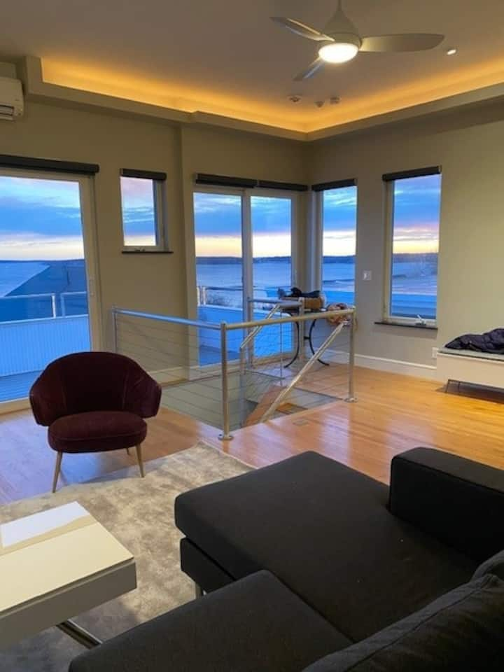 Munjoy Hill  3 Bedroom Condo with Ocean View