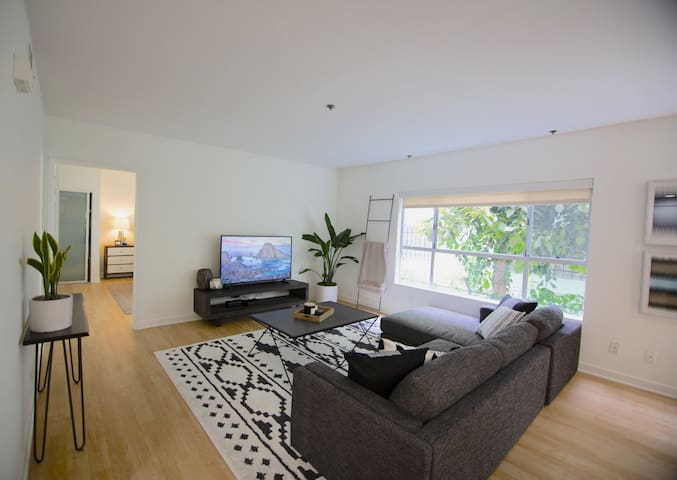 2BR|2BA West Hollywood Condo w/Pool (LA#150)