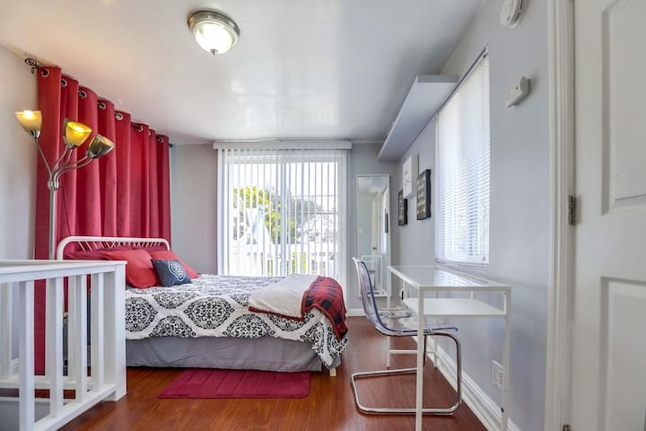 Welcome to comfy in LBC -- WITH UPGRADES!!!