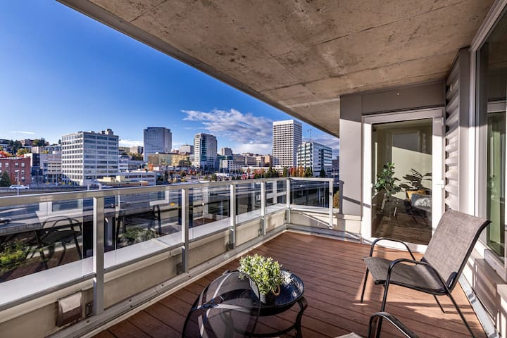 Downtown Penthouse for Traveling Professional