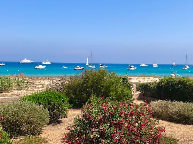 Saint-Tropez-money can't buy location, beach flat.