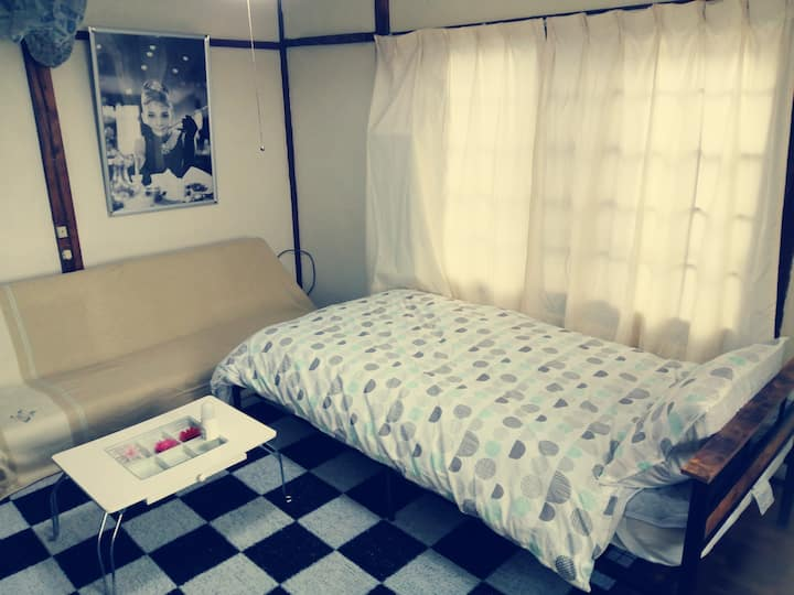 Private room with water sink and single bed  10㎡