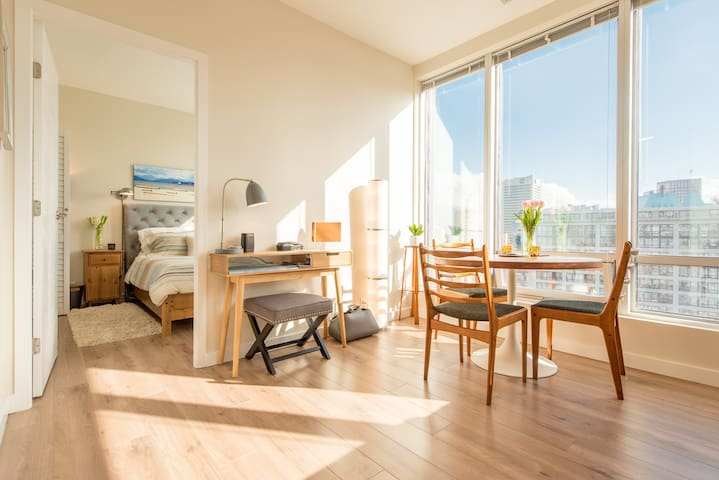 Heart of Downtown/City views - Vancouver - Apartamento