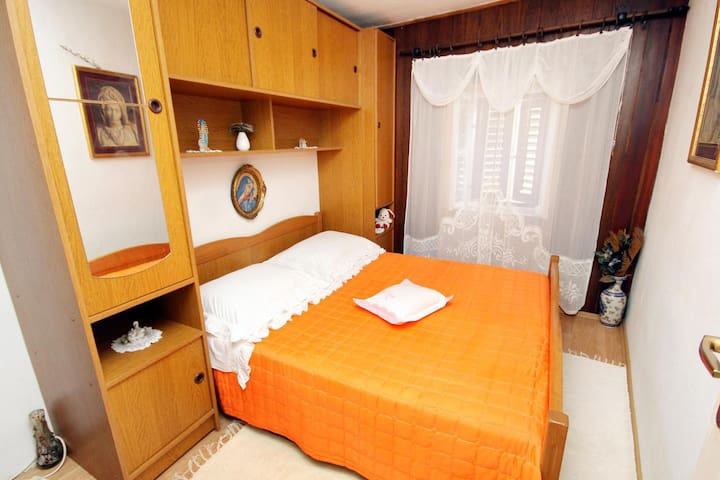 One bedroom apartment with air-conditioning Pučišća (Brač) (A-770-a)
