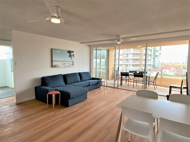 Burleigh Ocean View 2 Bedroom Apartment