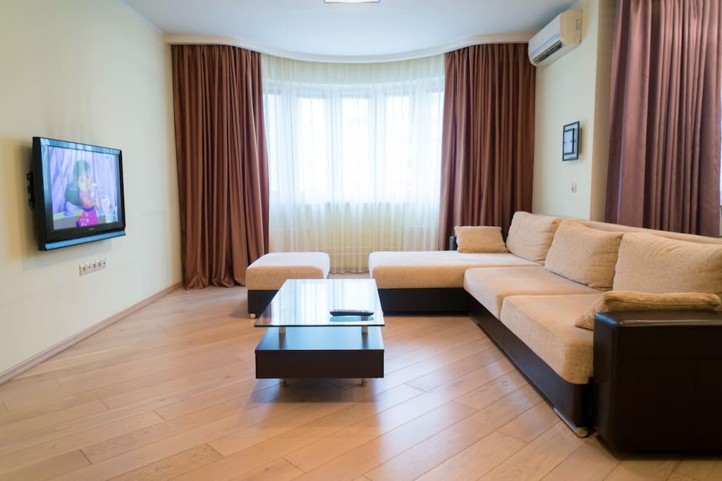 Гостиная, зона отдыха (3-местный диван 2+1)