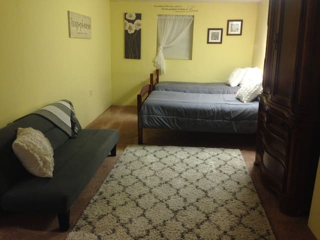 Joy Room *Two Blocks To IHOPKC* - Kansas City - Appartement