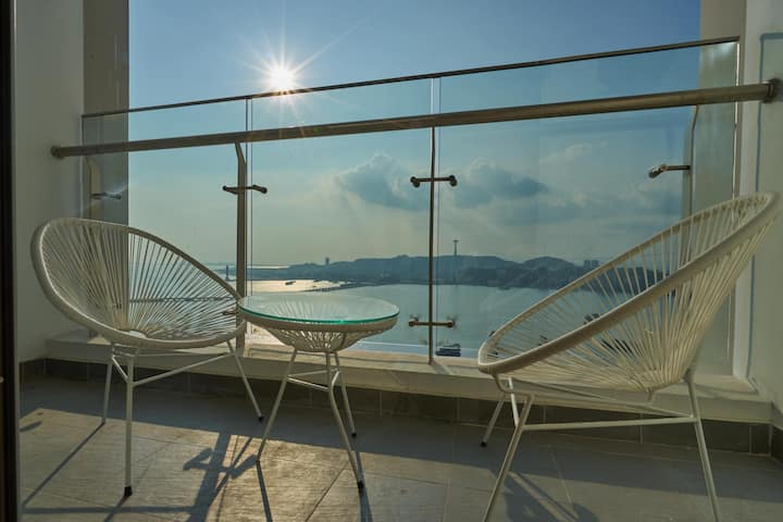 Epartel Halong, 1-bedroom apartment, bay view, balcony, living room & kitchen, lift, tour discounts - same & different decors, views, addresses - managed by Hostesk