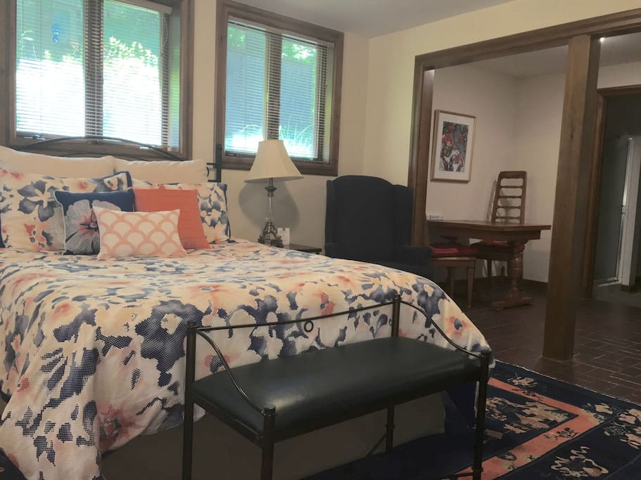 Queen bed and kitchen table