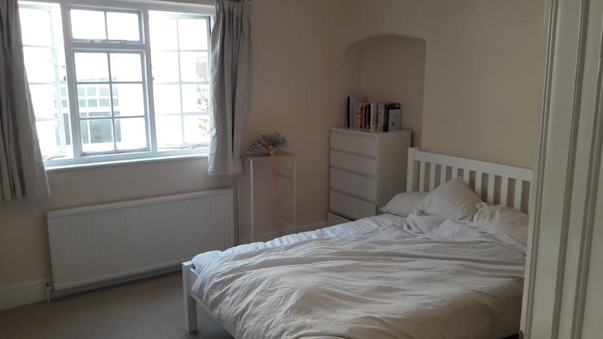 Cozy and very large double en-suite room