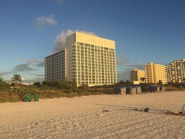 Marriott Marco Island: Beach Front 2 Bed Apartment