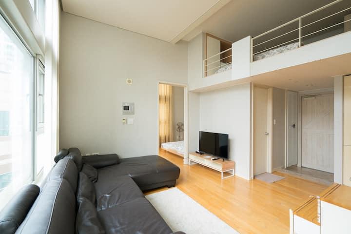 Loft type Apartment 16 Min to Gangnam Station A10