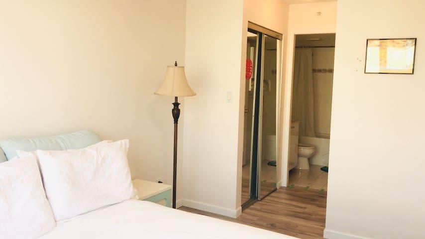 Prime Location Private Room Private Bath