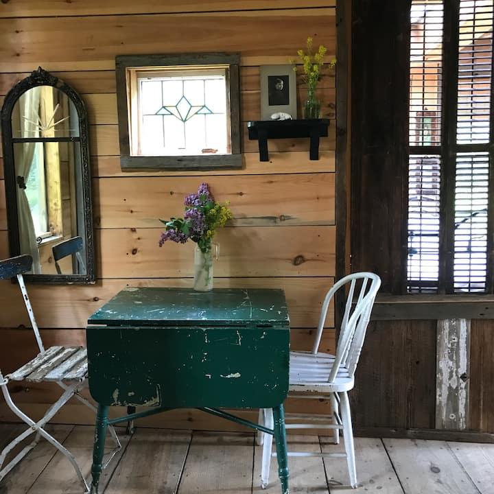 Charming Rustic Cabin
