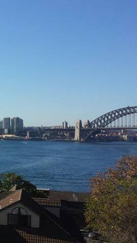 Large bedroom with Ensuite and view - Balmain East - Leilighet
