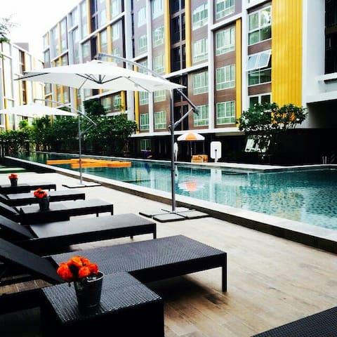 ห้องพักสวยในคอนโดหรู ใกล้หาดบางแสน - อ.เมืองชลบุรี