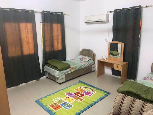 غرفة نوم خاصه فى شقه اعيش فيها وحدى