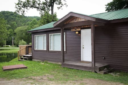 Lawson Lodge (2br/1ba, sleeps 4, lakeside cabin)