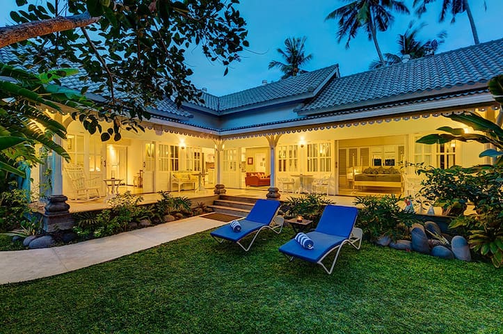Stunning 2bdr Tropical Villa  located 20 meters from the beach