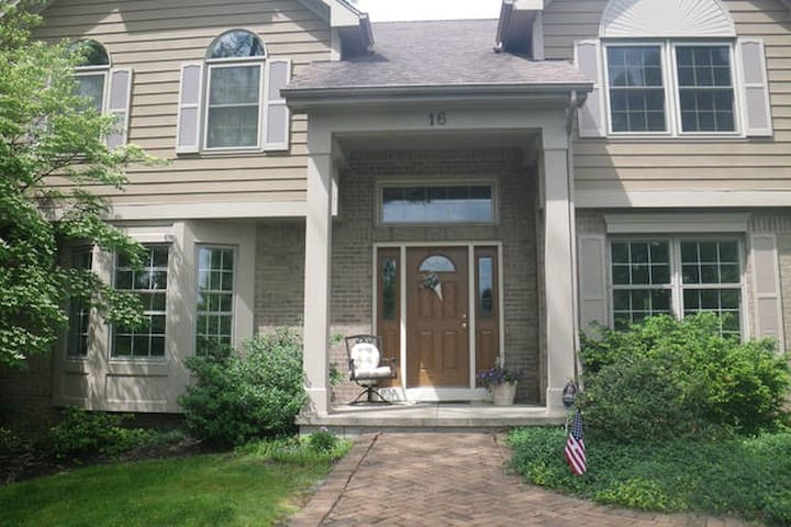 Lovely home in cul-de-sac in an upscale neighborhood
