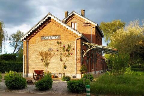 Apartamento en la estación de tren en Thorembais-saint-Trond