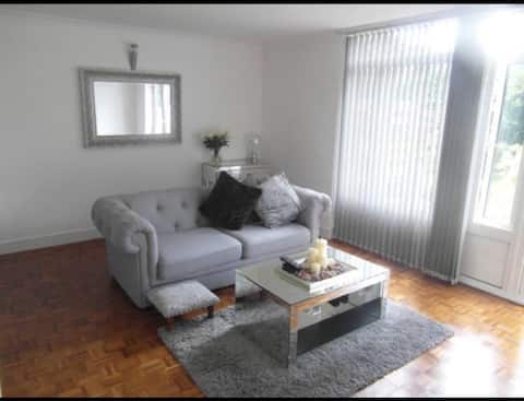 Modern, self contained flat in the quiet Westend