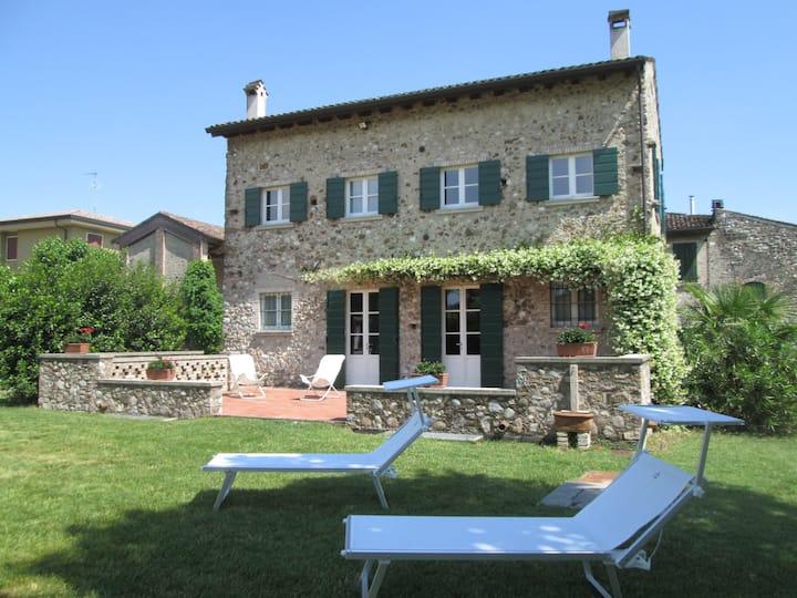 Casa Lucerta - Rustico in pietra ben arredato