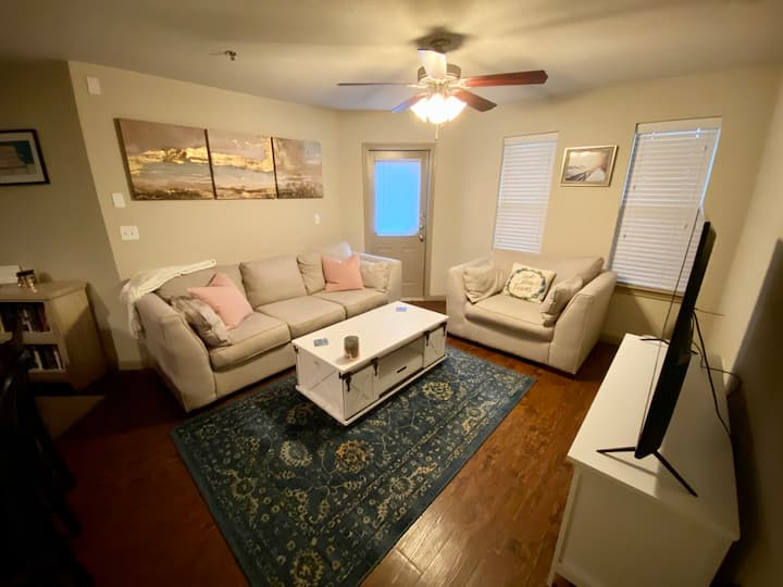 Cozy Private Room across from Shotgun house