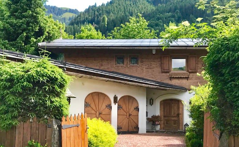 House Kitzbühel (centre)