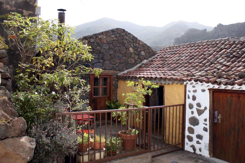 La casa y las montañas