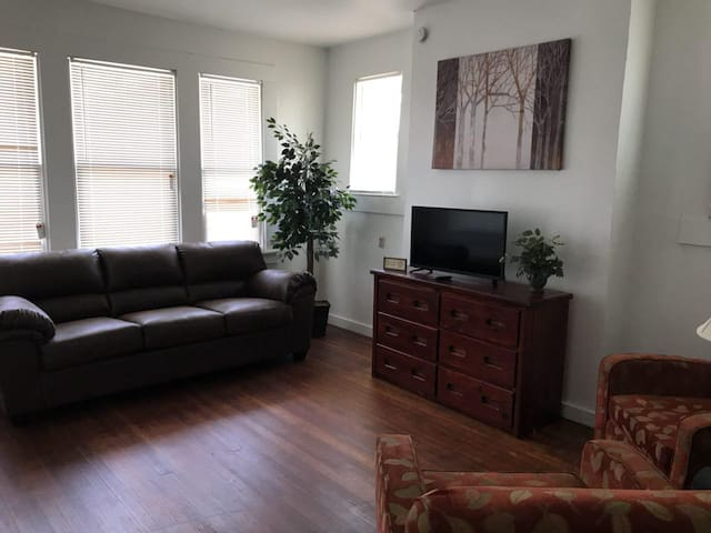 Family Friendly Apartment - 6 min to Riverwalk.